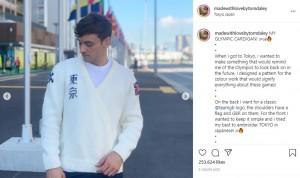 右胸には「東京」の文字が(画像は『Tom Daley 2021年8月5日付Instagram「MY OLYMPIC CARDIGAN!」』のスクリーンショット)