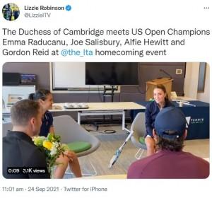 英国のスター選手らと対面したキャサリン妃(画像は『Lizzie Robinson 2021年9月24日付Twitter「The Duchess of Cambridge meets US Open Champions Emma Raducanu, Joe Salisbury, Alfie Hewitt and Gordon Reid at @the_lta homecoming event」』のスクリーンショット)