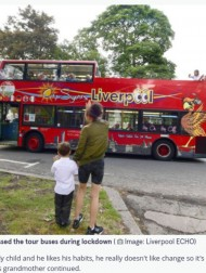【海外発!Breaking News】観光バスに手を振り続けた4歳男児、運転手らの人気者に「君がいないとさみしいよ」(英)