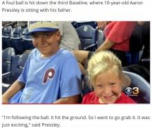 ファールボールをゲットした10歳男児が泣いていた女児にプレゼント 純粋な優しさが感動呼ぶ(米)<動画あり>