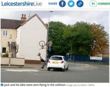【海外発!Breaking News】逆走車と衝突したトライアスロン選手 自転車が宙を舞う衝撃の瞬間(英)