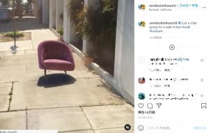 """""""もし…""""という考えから、全ての創作活動が始まる(画像は『Vernon James Manlapaz 2017年1月7日付Instagram「Just a chair going for a walk」』のスクリーンショット)"""