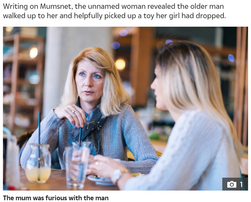 「私の考えは間違っている?」ある女性の投稿に賛否両論の声(画像は『The Sun 2021年9月11日付「CHEEK OF IT Mum's fury after elderly bloke pinches her daughter's cheeks in a cafe – so who do you think is in the wrong?」』のスクリーンショット)