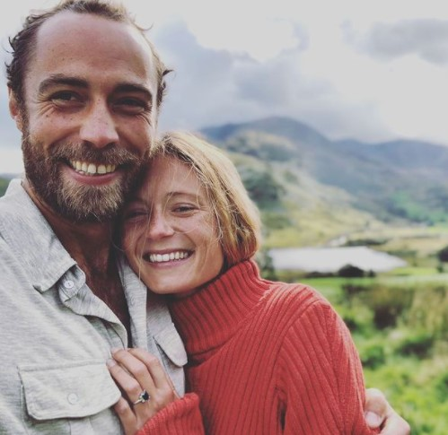 2019年10月に婚約を発表したジェームズさんとアリジーさん(画像は『James Middleton 2019年10月6日付Instagram「She said OUI」』のスクリーンショット)