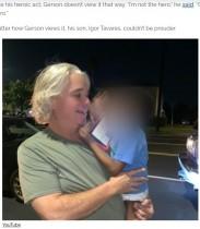 夜の大通りをオムツ姿で走る2歳児 とっさに救った宅配運転手に称賛の声「彼こそヒーローだ」(米)<動画あり>