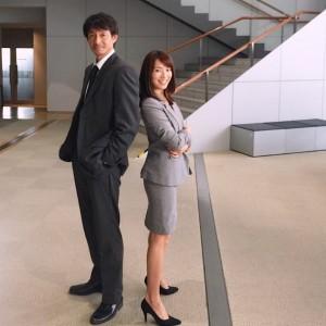 ドラマで共演した吉田栄作と内山理名(画像は『内山理名 Rina Uchiyama 2017年10月9日付Instagram「『確証』」』のスクリーンショット)