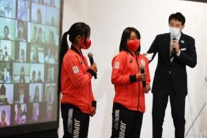 ファンからの質問に答える中山楓奈選手と西矢椛選手(C)日本オリンピック委員会