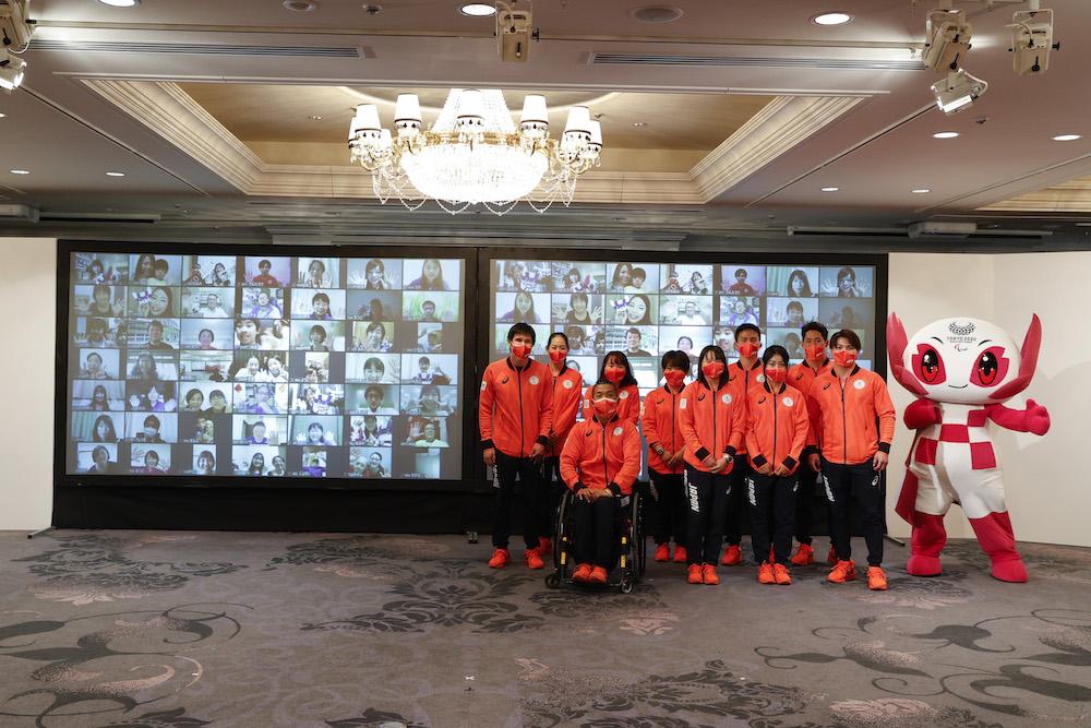 質問に回答した選手たちとZoomで参加したファン(C)日本オリンピック委員会