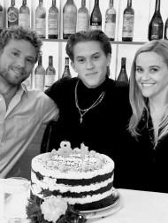 【イタすぎるセレブ達】リース・ウィザースプーン、長男の18歳誕生日を元夫ライアン・フィリップとともに祝福