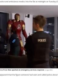 【海外発!Breaking News】等身大アイアンマンのフィギュアのせいで警察官ら10人が出動 「かっこいいね」と自撮りして帰る(英)<動画あり>
