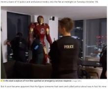 等身大アイアンマンのフィギュアのせいで警察官ら10人が出動 「かっこいいね」と自撮りして帰る(英)<動画あり>