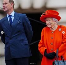 【イタすぎるセレブ達】エリザベス女王、バッキンガム宮殿で「クイーンズ・バトン・リレー」を開始させる