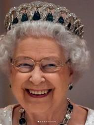 【イタすぎるセレブ達】エリザベス女王、17年ぶりに杖を使って公の場に登場