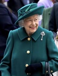 【イタすぎるセレブ達】エリザベス女王、一晩の入院を経てオンライン公務に復帰
