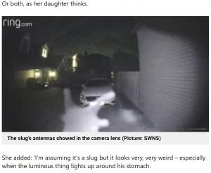 """【海外発!Breaking News】深夜の""""訪問者""""に身構えた女性 防犯カメラに映った犯人に「エイリアン?」(英)<動画あり>"""
