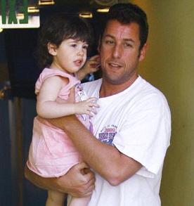 """【イタすぎるセレブ達】ブルース・ウィリスの娘だけじゃない。""""アゴ・パパ"""" そっくり娘、サディー・サンドラーちゃん!"""