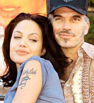 【イタすぎるセレブ達】アンジェリーナ・ジョリーの左腕に早くも双子の「出生地タトゥー」!