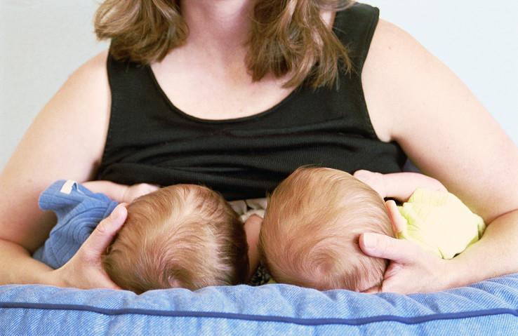 【イタすぎるセレブ達】アンジェリーナ・ジョリーが試し失敗した授乳方法とは?