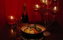 バレンタインは二人でチョコレート鍋を囲んで あたたかい「愛のチョコレートおでん」