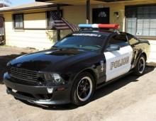 【海外仰天ニュース】米国発、偽パトカーの警官なりきり男、警官を取調べて御用となる。