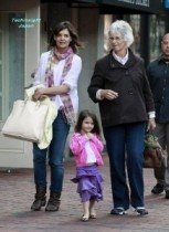 【イタすぎるセレブ達・番外編】祖母・娘・孫そっくり! ケイティー・ホームズ、母親キャスリーンさんとボストンでお買い物。