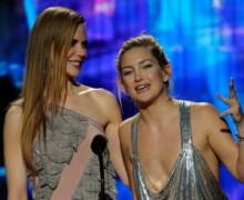 【イタすぎるセレブ達】女優ケイト・ハドソン、超貧乳がバレた「AMA授賞式」のドレス姿。