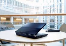 富士通、世界最小の設置面積のノートPCなど発売。