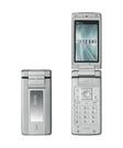 KDDIなど、胸ポケットにもスッキリ収まる薄さ15.4mmのワンセグau携帯電話「W53K」を発売。