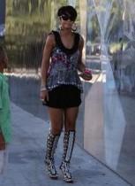 """【イタすぎるセレブ達】リアーナが """"かげろうお銀"""" になってる?話題のファッション写真発見。"""