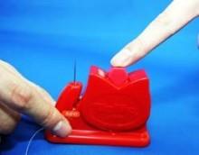 カワイー、チューリップ形糸とおし器を開発。手芸家にほほえましい朗報。