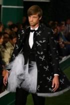【海外仰天ニュース】ネタが尽きたか!? 有名紳士服デザイナーの2009春コレクションがかなりオカシイ!